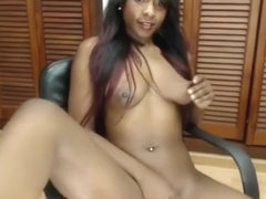 Black Angel Plays With Her Pussy Live On Web Cam