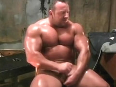 huge bodybuilder heath morin aka justin morinetti flexes