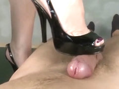 Creamy shoejob with sexy black heels