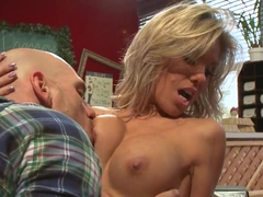Glamourous slinky Aubrey Addams enjoys Johnny Sins's tongue