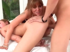 Threeway Cougar Pussylicked And Facialized