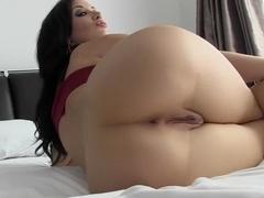 Melanie lynskey huge tits