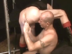 Gay dude gets his tight anus fisted part4