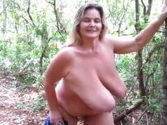 gant de toilette 3 hangind and bouncing saggy tits