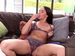 Mature babe Sheena Ryder rubs her clit and fucks a toy
