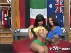 Tattooed chick Bonnie and Rose live sex show film