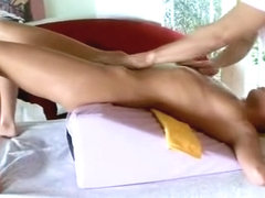 Teen chick gets pussy massaged