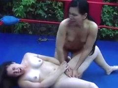 Sesso a tre con trans vogliose e un maschio perverso XXX