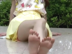 chinese girls flip flops show