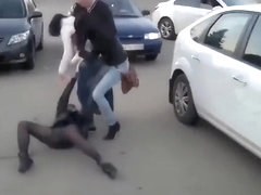 Russian chicks getting into a crazy fight