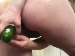 Norwegian Milf analfuck with cucumber