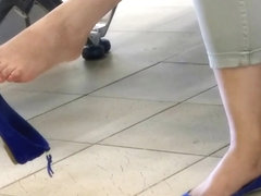 Candid Incredibly Sexy Dangling at the Airport Feet Shoeplay