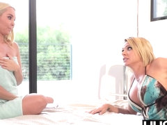 Bombshell MILF Brianna Banks pussy eaten and toyed