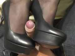 Shoe Job and High Heels job until cumshoot on feet and shoes