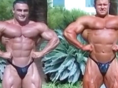 Two extreme lean bodybuilders flexing!