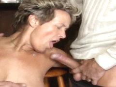Lesbiska slickar Squirting Pussy